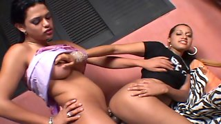 Salacious shemale giving curvaceous babe a mind-blowing fucking sensation