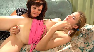 Horny mom seduces a pretty girl with sensual mouth kissing and pussy eating