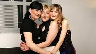 Three old and young lesbians get it on
