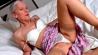 Naughty mature slut getting wild on bed