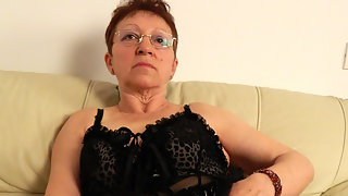 Nqughty mature slut getting frisky