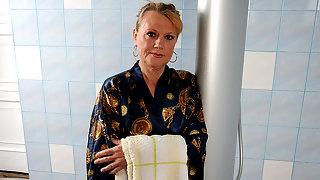 Horny mature slut getting dirty in her bathroom