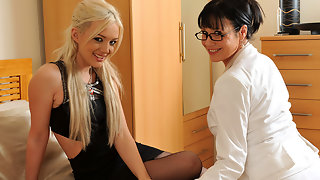 Innocent blonde babe doing a naughty older lesbian