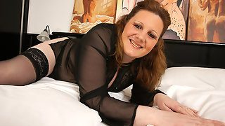 Sexy mature housewife loves her big dildo