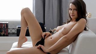 Pretty first timer seduces herself