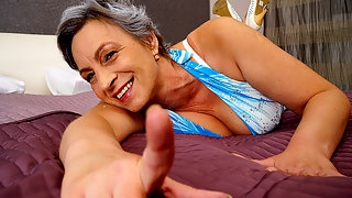 This naughty mature slut loves to play with her wet pussy