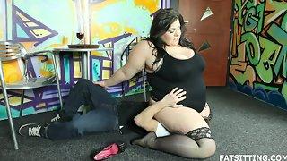 BBW dominatrix smothering