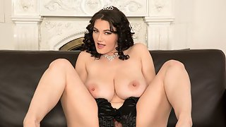 Vanessas Royal Rack