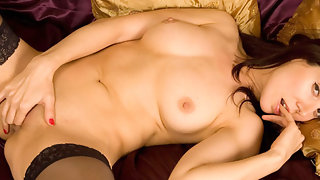 Amateur mature Fallon plays with mature pussy