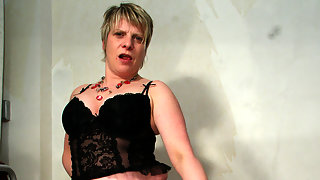 Kinky housewife playing with her pussy