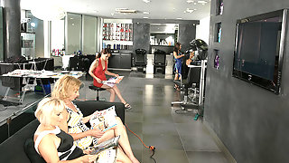 Special mature movie in a kinky lesbian salon