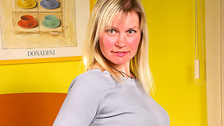 Blonde housewife Patricia gets wet all alone