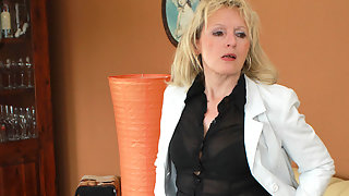 Horny blonde mature slut loves to take a tinkle
