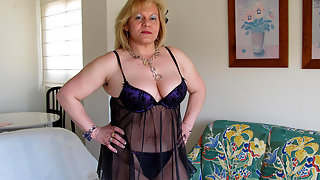 Chubby mama fingering and playing with herself