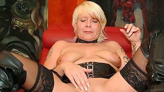 Kinky mature slut fisting herself