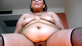 Big mama loves to stuff her cooch
