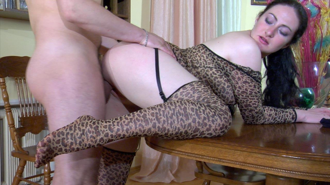 В леопардовых колготках порно