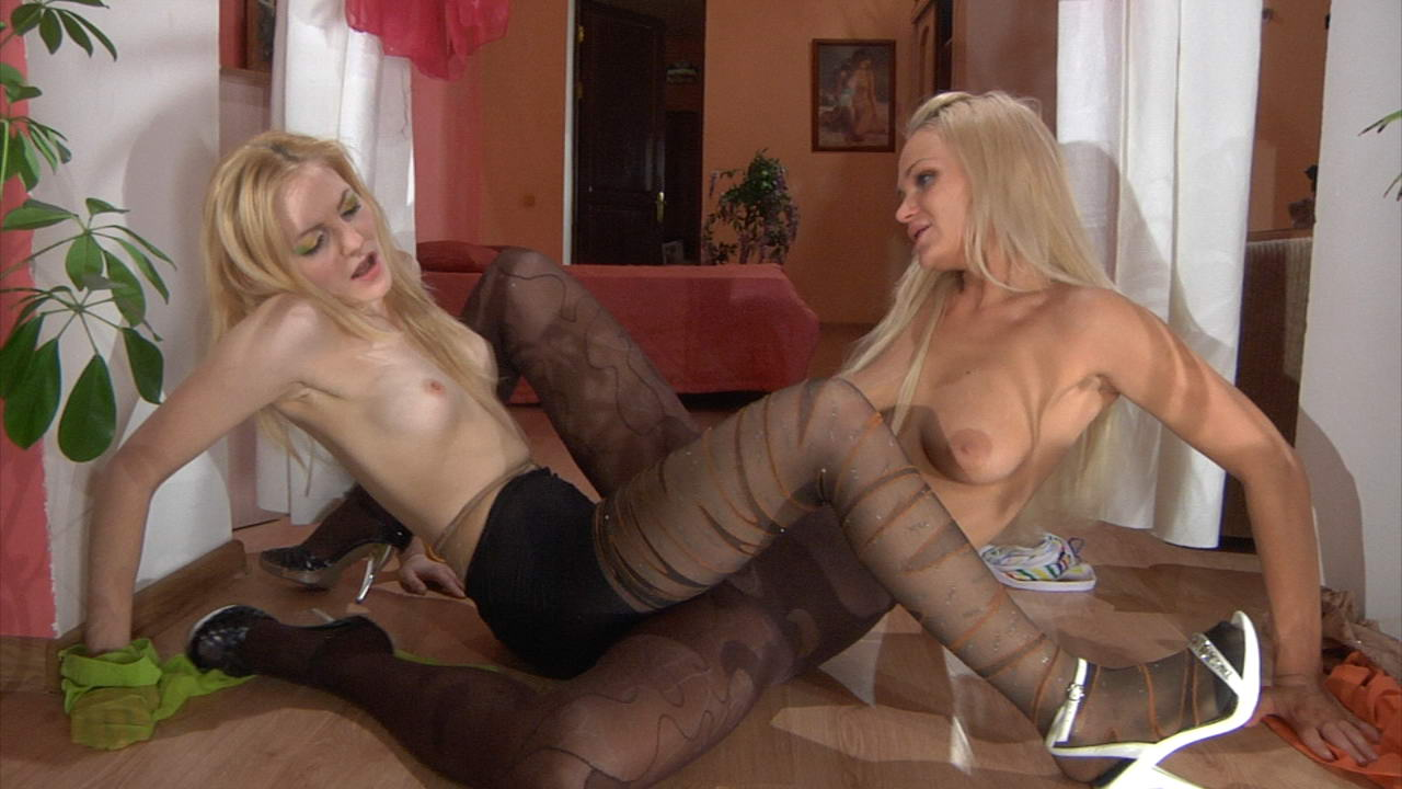 lesbi-v-kolgotkah-seks-video