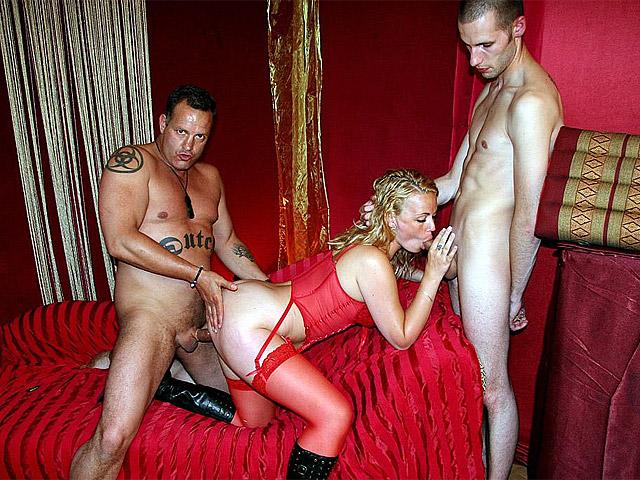 Использует мужчина проституток постоянно